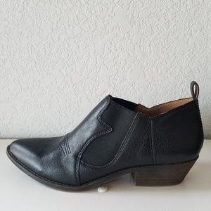 Lucky Brand western black bootie sz. 8